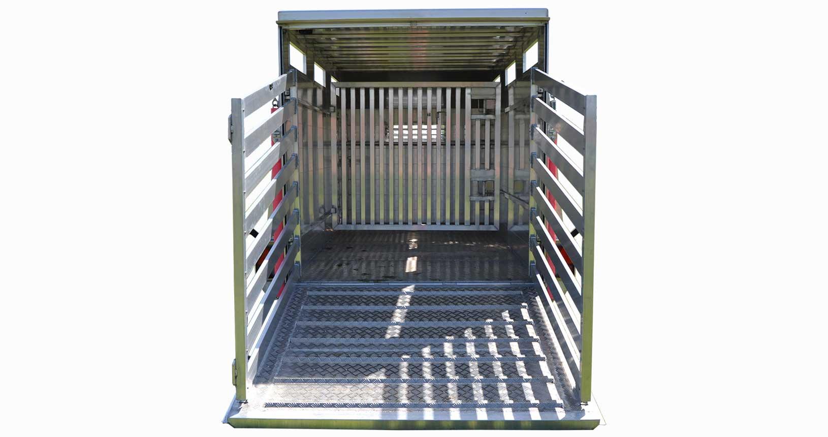 Rindertransporter hohe Treibeschitten mit Hebehilfe