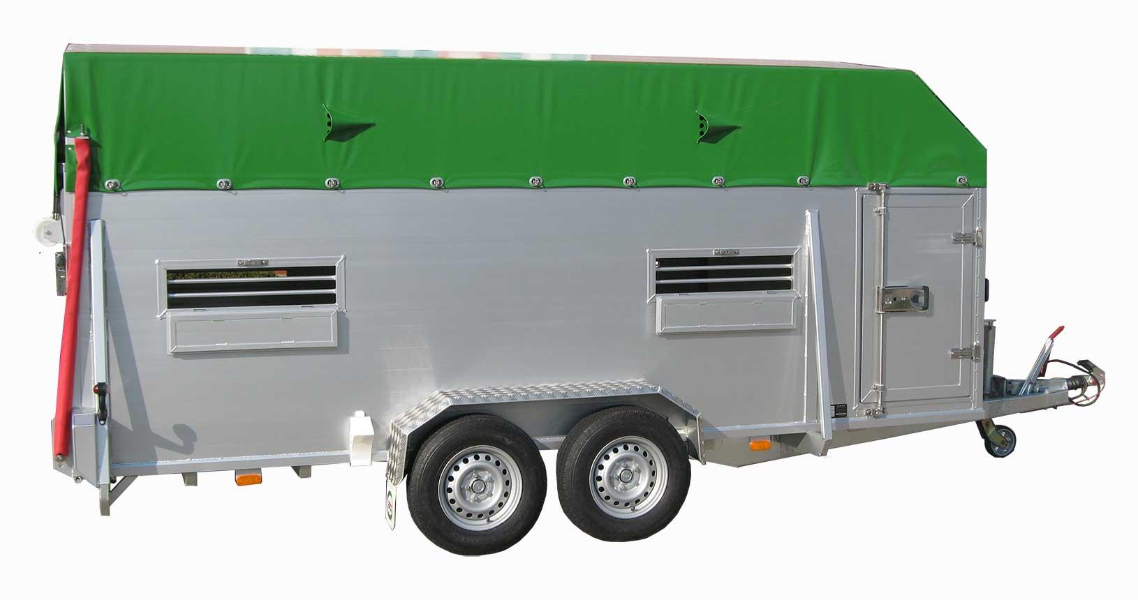 Rindertransporter Planendach und Lufthutzen