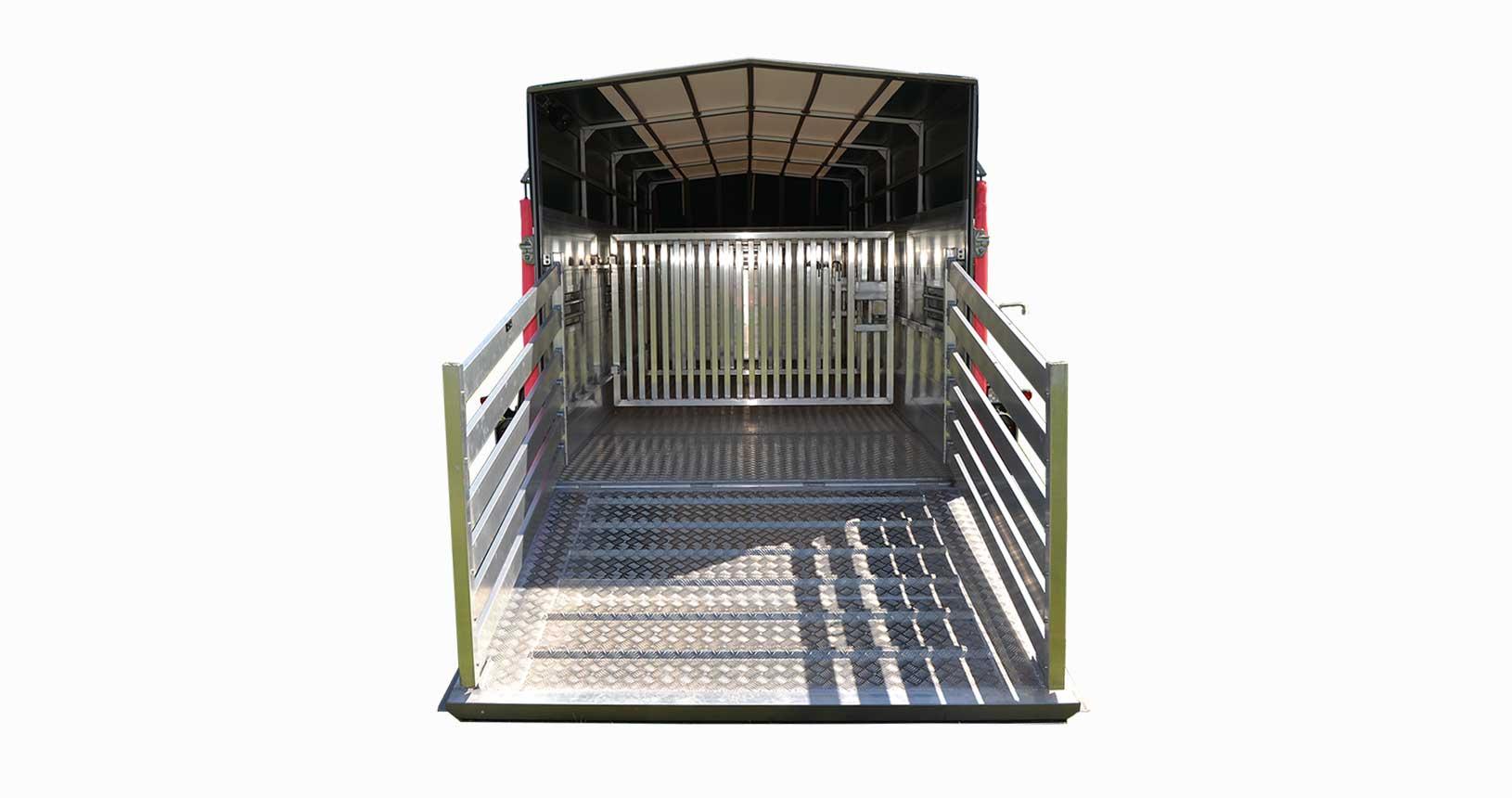 Schweinetransporter Treibeschotten hinten auf der Heckklappe