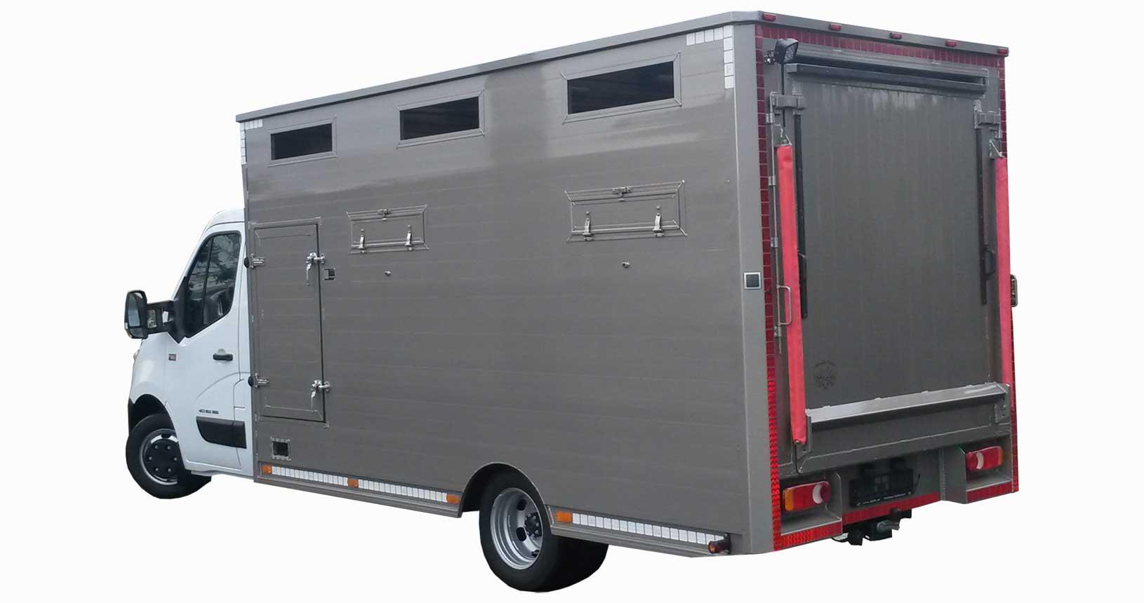 Viehtransporter LKW komplett verkleidet längsseits